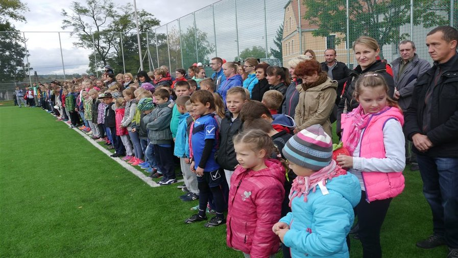 Otwrcie boiska piłkarskiego i boiska wielofunkcyjnego przy Szkole Podstawowej w Krosnowicach
