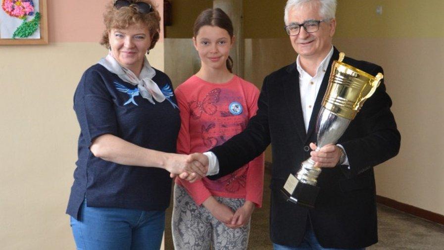 Puchar dla szkoły w Ołdrzychowicach