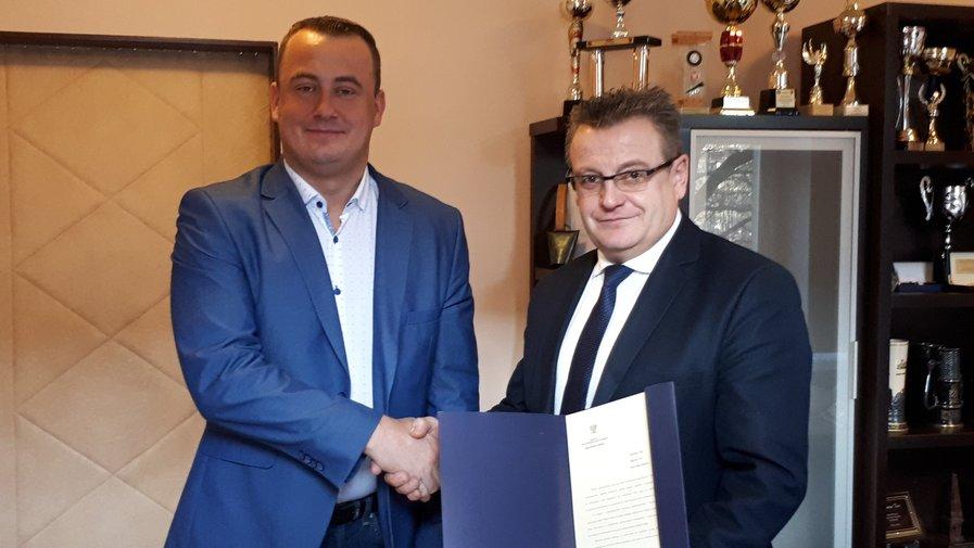 Wójt Zbigniew Tur podczas spotkania z senatorem Aleksandrem Szwedem