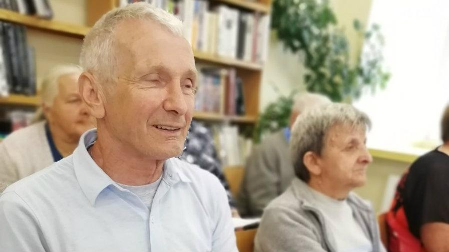 Ofiarowali słowa poezji seniorom przy akompaniamencie Kazimierza Adamajtisa
